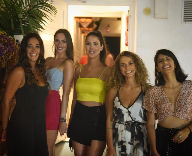 Swing Smiles ! #naxos #naxosisland #naxos_island #ig_naxos #naxosgreece #greekislands #cocktails #cocktailbar #naxosgreece #greekgastronomy #gastronomia #visitgreece #sunsets #sunset #drinks #swingbarnaxos #cyclades #cocktailporn #greece #summer #travel #islands #island #summeringreece #aegean #travelgreece
