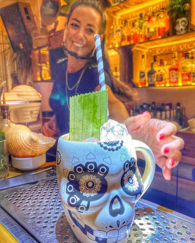 Cocktails & Smiles ! #naxos #naxosisland #naxos_island #ig_naxos #naxosgreece #greekislands #cocktails #cocktailbar #naxosgreece #greekgastronomy #gastronomia #visitgreece #sunsets #sunset #drinks #swingbarnaxos #cyclades #cocktailporn #greece #summer #travel #islands #island #summeringreece #aegean #travelgreece