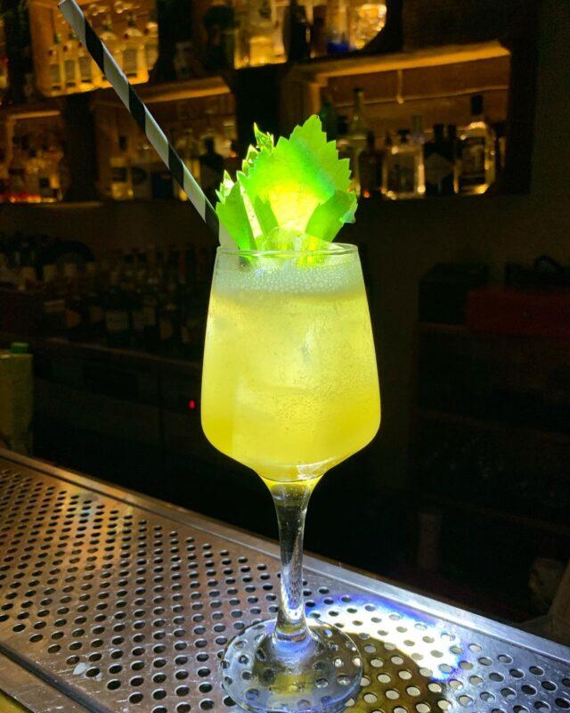 Cocktail Mode ! #naxos #naxosisland #naxos_island #ig_naxos #naxosgreece #greekislands #cocktails #cocktailbar #naxosgreece #greekgastronomy #gastronomia #visitgreece #sunsets #sunset #drinks #swingbarnaxos #cyclades #cocktailporn #greece #summer #travel #islands #island #summeringreece #aegean #travelgreece