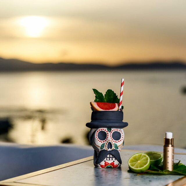 ΑΝΟΙΚΤΑ ΚΑΘΕ ΜΕΡΑ !   #naxos #naxosisland #naxos_island #ig_naxos #naxosgreece #greekislands #cocktails #cocktailbar #naxosgreece #greekgastronomy #gastronomia #visitgreece #sunsets #sunset #drinks #swingbarnaxos #cyclades #cocktailporn   #greece  #summer #travel #islands #island #summeringreece #aegean  #travelgreece